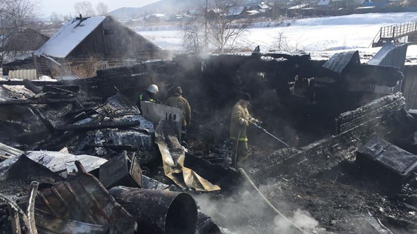 Источник: при пожаре в частном доме в Амурской области погибли три человека