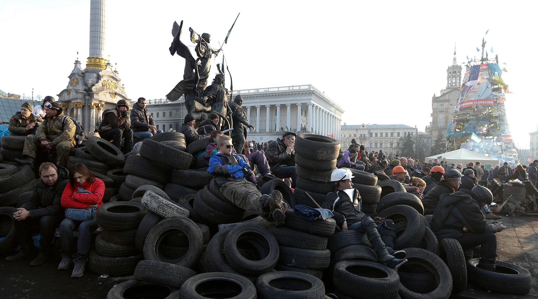 Почему суд досрочно прекратил допрос Порошенко после выступления защиты Януковича