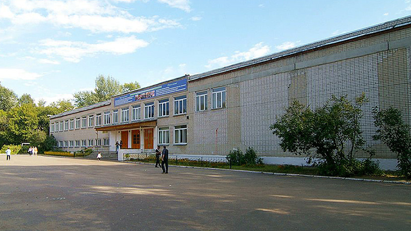 «Коллеги боятся подходить»: чем закончился конфликт учителя и руководства школы в Казани из-за татарского языка
