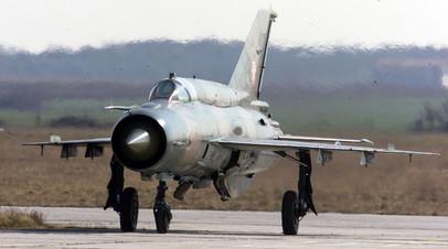Хорватский МиГ-21 приземляется в аэропорту г. Пулы