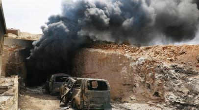 Дым после авиаудара в провинции Идлиб