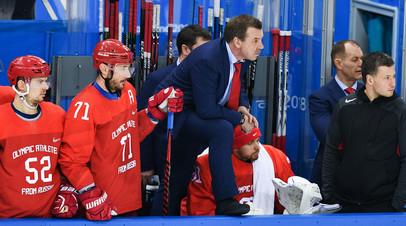 Тренер российских хоккеистов Олег Знарок (в центре) и игроки Сергей Широков (слева) и Илья Ковальчук