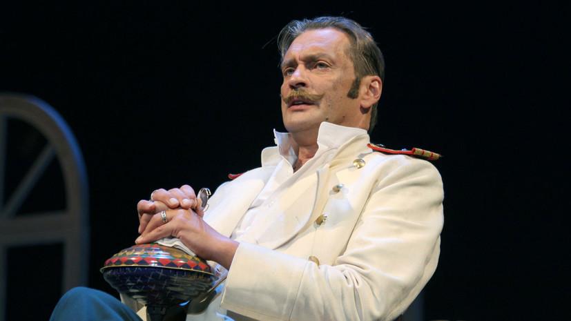 В театре Моссовета прокомментировали сообщения о намерении Домогарова уволиться