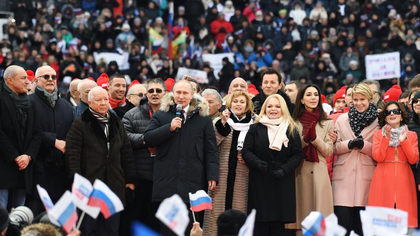 Путин вместе со спортсменами исполнил гимн России