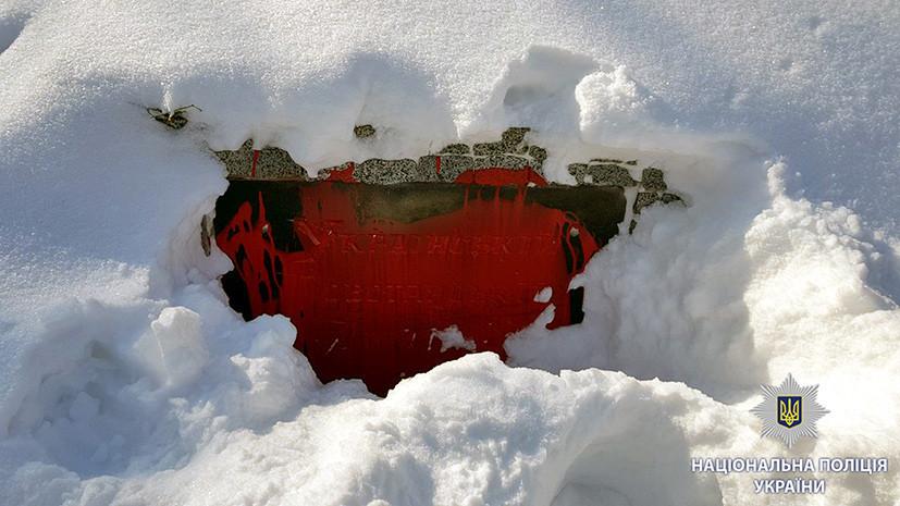 В Харькове неизвестные облили красной краской памятник УПА