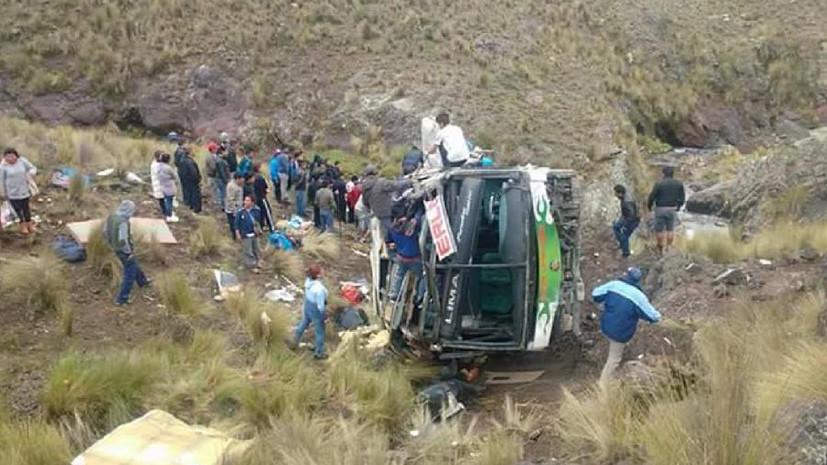 При падении автобуса в пропасть в Перу погибли 11 человек