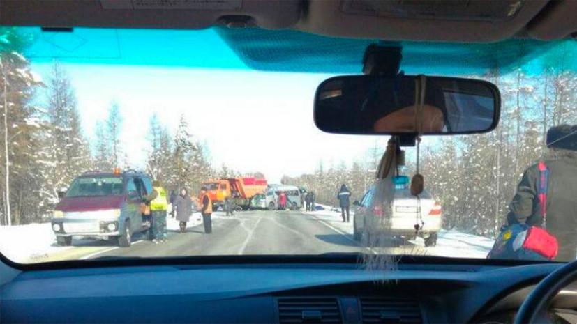 Источник: в Якутии четыре человека погибли в ДТП с микроавтобусом и грузовиком