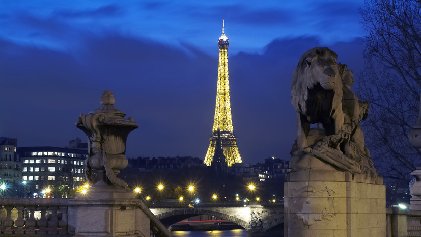 СМИ: Эйфелеву башню могут перекрасить