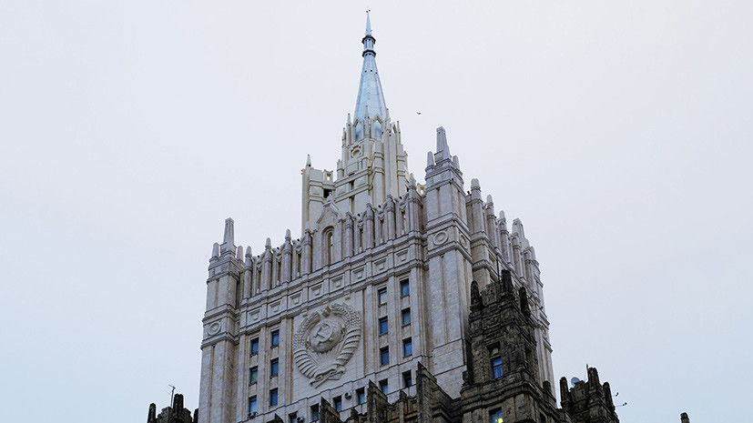 Посол Британии прибыл в МИД России на фоне скандала с отравлением Скрипаля