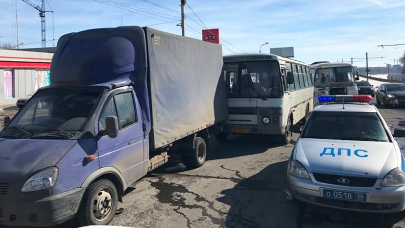В Воронеже в ДТП с двумя автобусами пострадали шесть человек