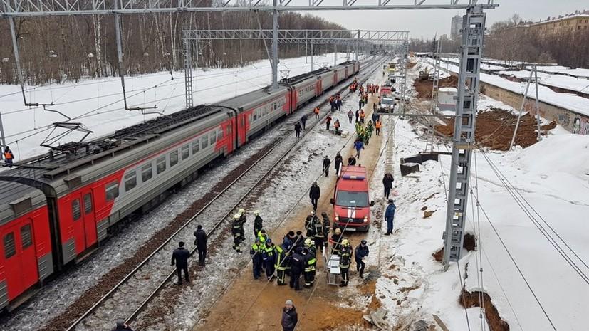 Прокуратура начала проверку по факту столкновения трактора и электрички в Москве