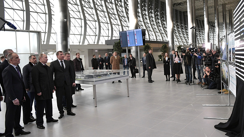 Путин осмотрел новый терминал аэропорта Симферополь