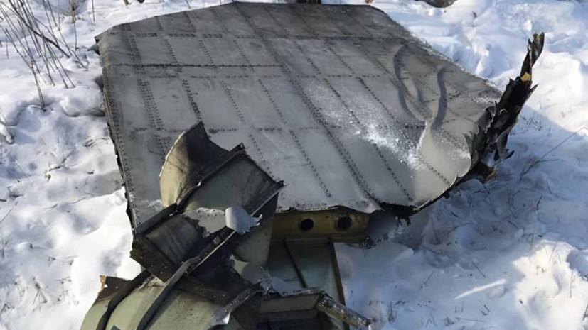 В аэропорту Якутска у грузового самолёта при взлёте сорвало створку люка