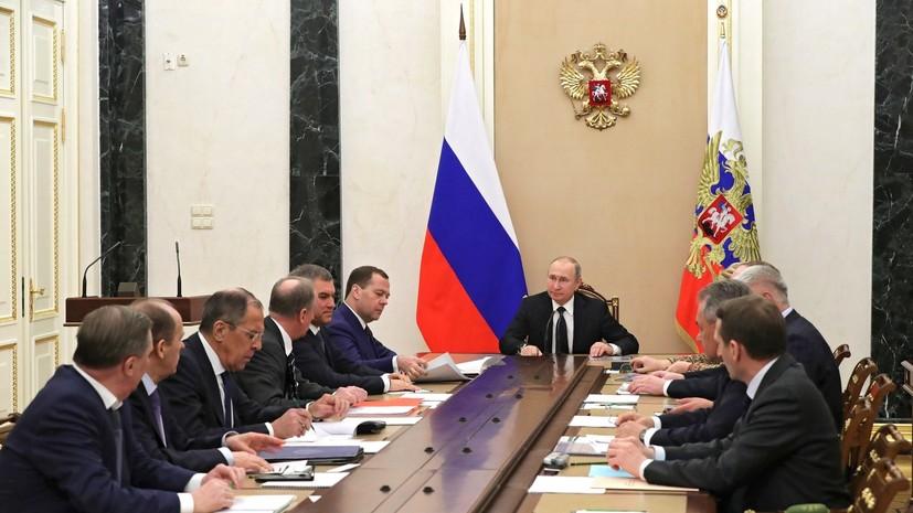 Путин обсудил с Совбезом России отношения с Британией на фоне дела Скрипаля