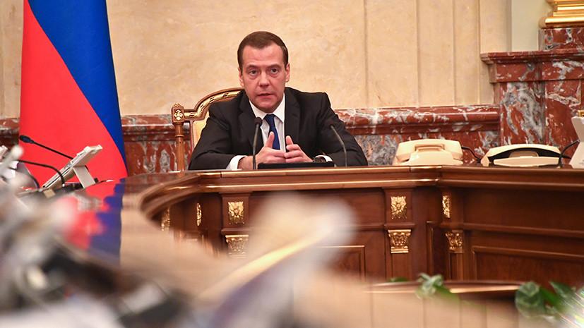 Медведев заявил, что штрафы за авиадебоширство вырастут в разы