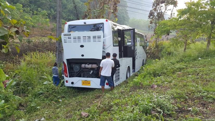 В Таиланде автобус с туристами из России врезался в дерево