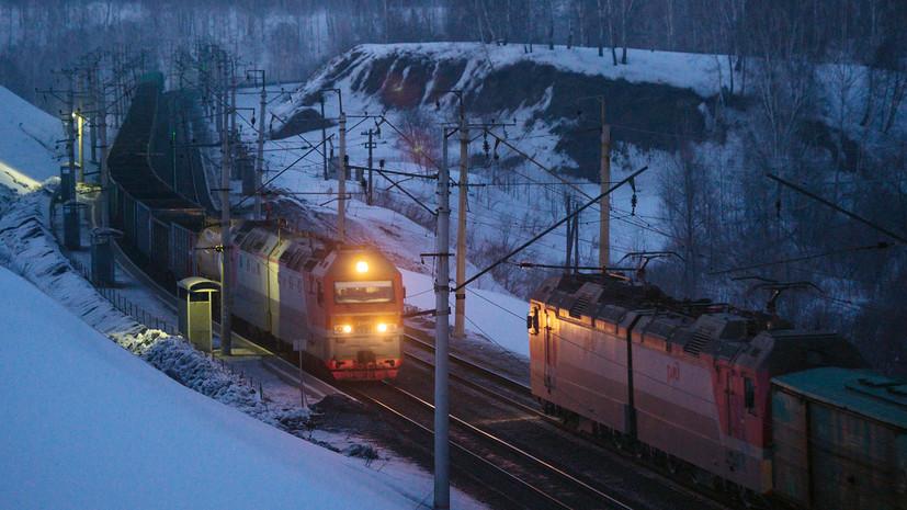 В Пермском крае с рельсов сошли несколько вагонов грузового поезда