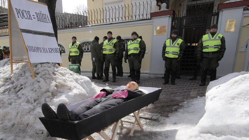 Генконсульство России в Харькове охраняют около 300 полицейских и военных