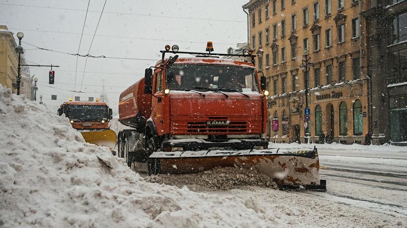 Более 300 единиц техники ликвидируют последствия непогоды в Ленинградской области