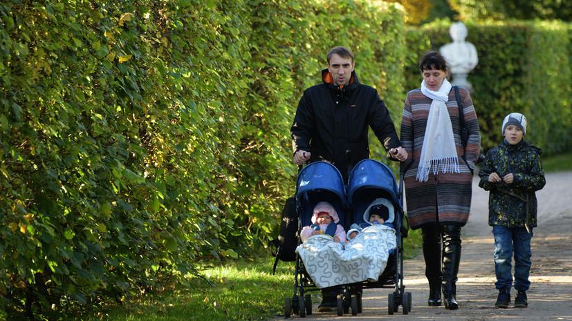 Демограф предлагает платить в России семьям с четырьмя детьми по 100 тысяч рублей в месяц