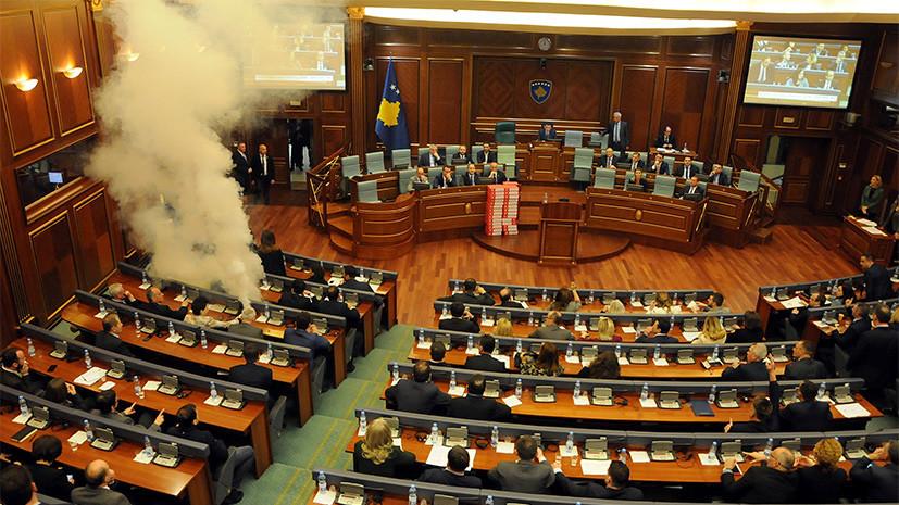 В парламенте Косова распылили слезоточивый газ на заседании по вопросу границы с Черногорией