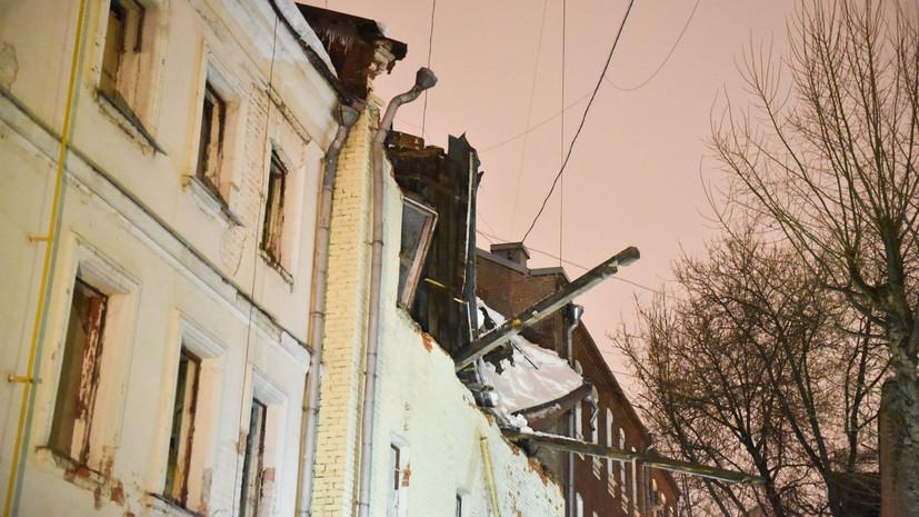 МЧС уточнило обстоятельства обрушения кровли здания в Москве