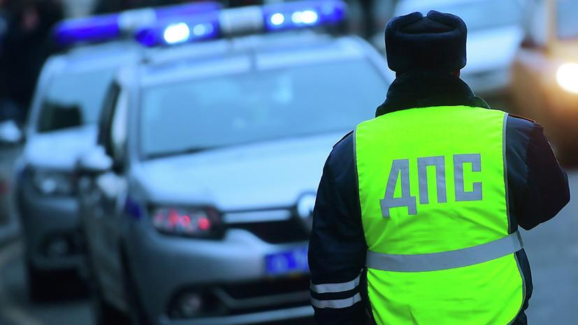 Источник: в Москве при наезде автомобиля на остановку пострадали два человека