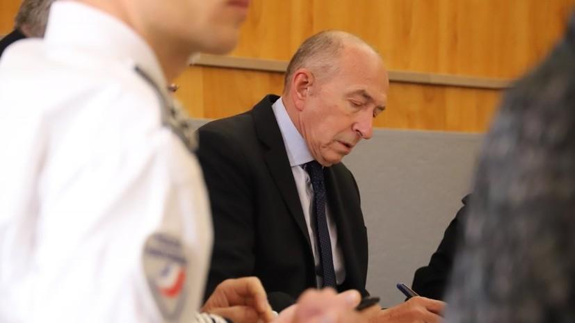 Глава МВД Франции выехал на место захвата заложников