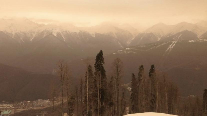Метеорологи рассказали о причинах жёлтого снега в Сочи