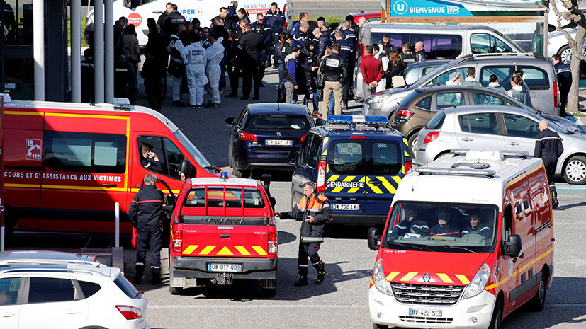 «Страна подверглась террористической атаке»: три человека погибли при захвате заложников во Франции