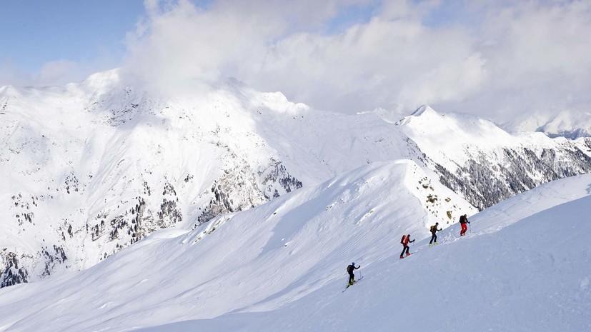 Три альпиниста погибли при сходе лавины в горах Японии