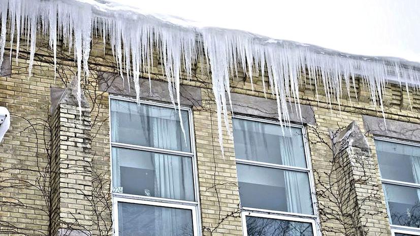 В Подмосковье женщина погибла из-за упавшей с крыши дома глыбы льда