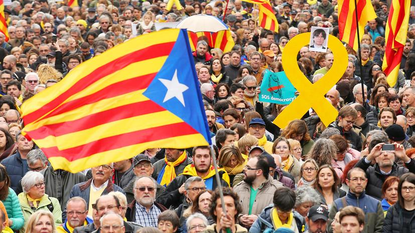 СМИ: В Каталонии тысячи человек вышли протестовать против задержания Пучдемона