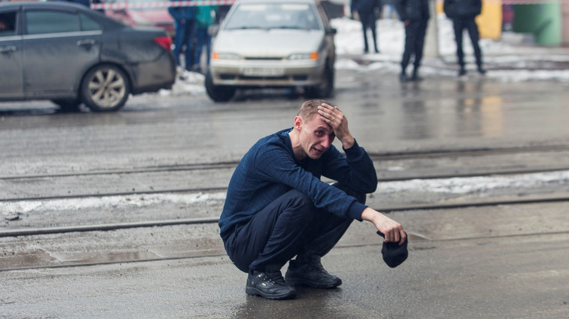 В Кремле заявили, что пока говорить о версиях пожара в ТЦ Кемерова ошибочно
