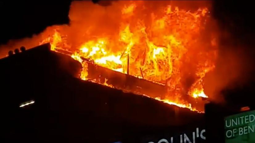 Торговый центр в Грозном эвакуируют из-за пожара в соседнем доме