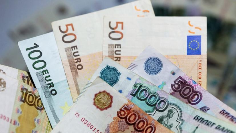 Почему рубль ослабел к доллару и евро