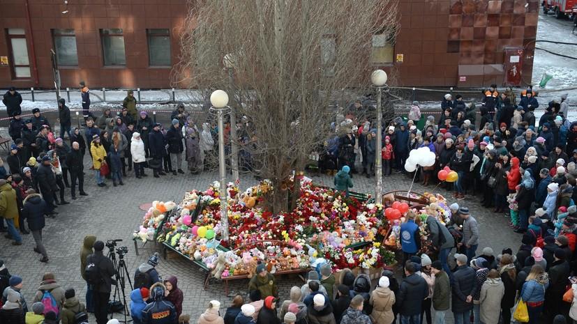 Путин возложил цветы у ТЦ в Кемерове в память о жертвах пожара