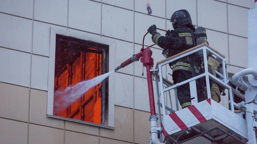МЧС: к прибытию пожарных в кемеровском ТЦ горели уже три кинозала и зоопарк