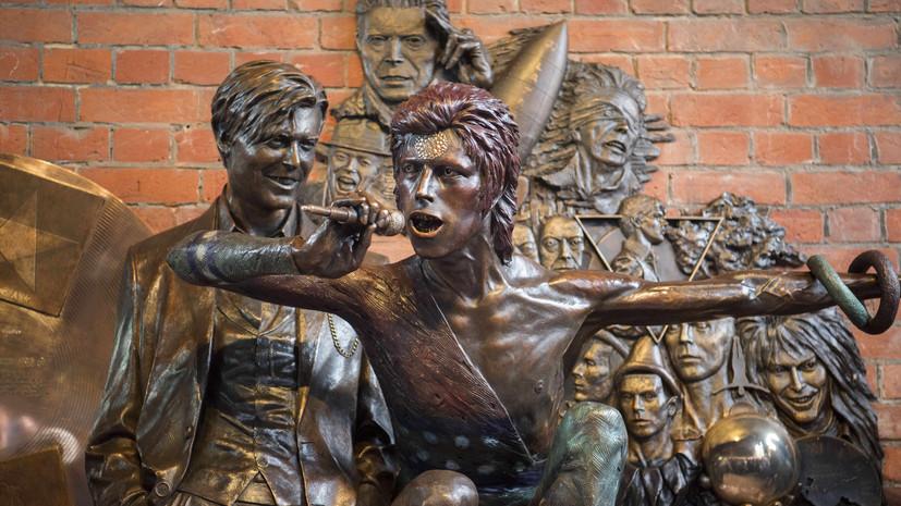 В Британии неизвестные разрисовали новый памятник Дэвиду Боуи