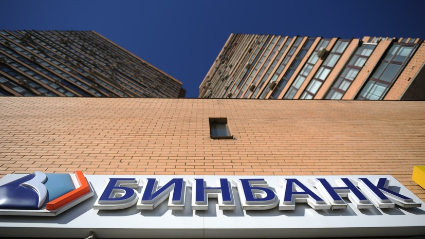 Источник: пятеро вооружённых налётчиков ограбили отделение банка в Москве