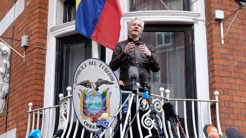 Эквадор лишил укрывающегося в посольстве страны Ассанжа средств связи с внешним миром