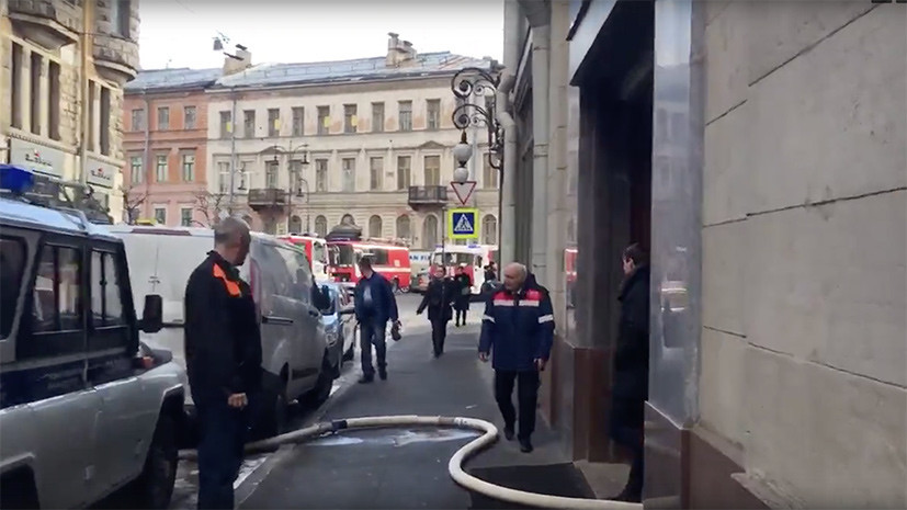 В крупнейшем универмаге Петербурга произошёл пожар