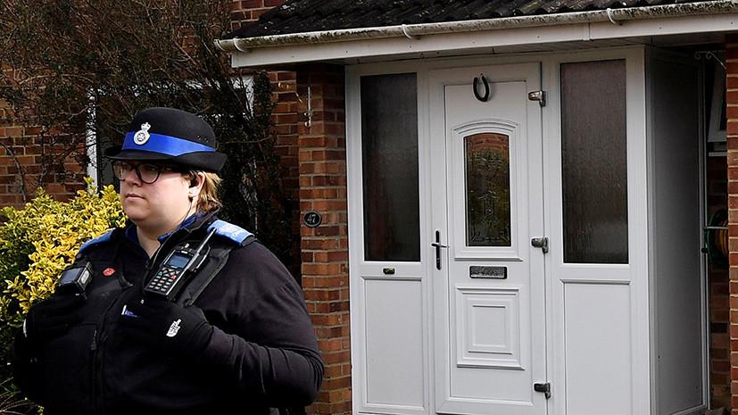 Следователи сняли входную дверь в доме Скрипаля в Солсбери