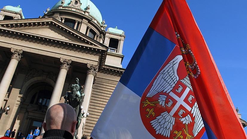 В Сербии эвакуируют здание парламента из-за угрожающего себя взорвать человека