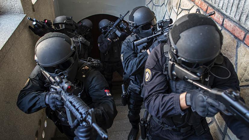 Угрожавший взорвать себя мужчина сдался полиции в Сербии