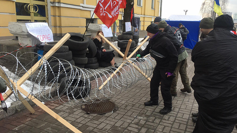 «Монополизировать основные СМИ»: как украинские националисты попытались захватить оппозиционный канал