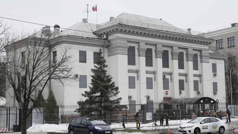 Посольство России сообщило, что сроки оказания консульских услуг на Украине могут увеличиться
