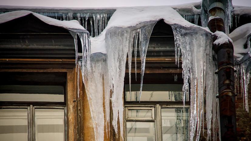 СК возбудил уголовное дело после падения глыбы льда на 8-летнюю девочку в Ярославле