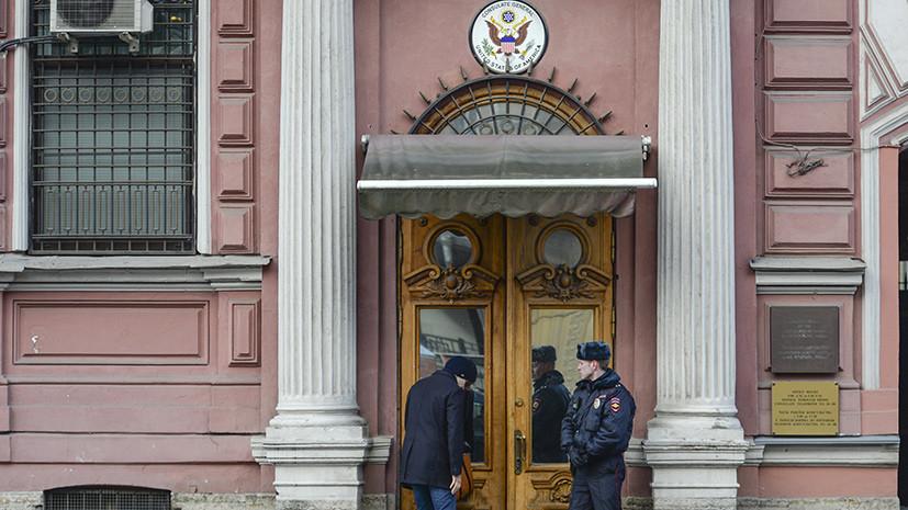 В генконсульство США в Петербурге привезли 21 коробку с пиццей