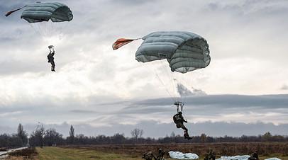 Высадка десанта во время тактических российско-сербско-белорусских учений «Славянское братство — 2016» (аэродром Ковен)